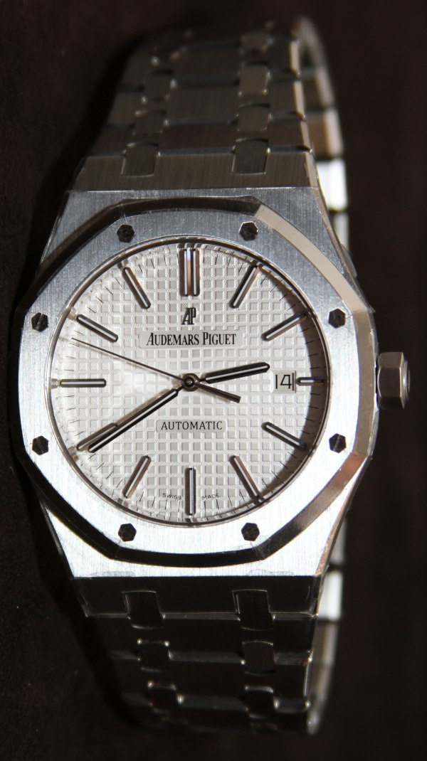 watches and yellow gold en wrist circa in oak collector audemars stainless steel piguet square watch royal